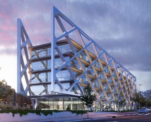 Edificio oxxeo estructura iluminada